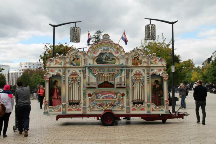 Дижон. Фестиваль шарманок. Старинная голландская шарманка.