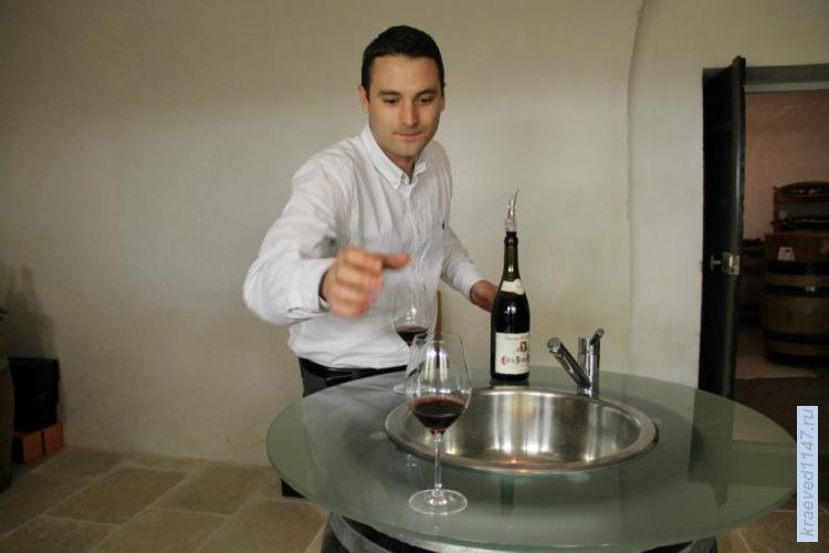 Дегустация вина в дижонском погребе