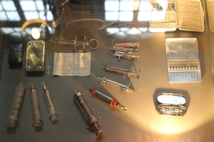 Средневековые медицинские инструменты